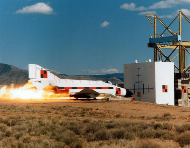 F-4 Phantom 132270_45589462_fighter_jet_smashes_into_a_wall-0001