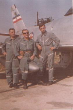 F-86E SABRE / F-86D 49419_43455249_Veles%20Aleksandar%20sa%20drugovima%20na%20dezurstvu