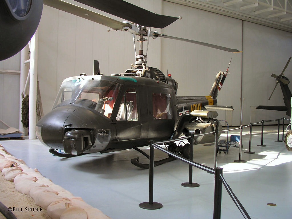 Bell UH-1 65870_71133727_uh-1b_TOW